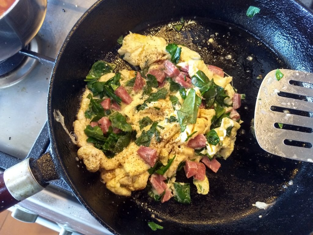 scramble eggs with salami and spinach